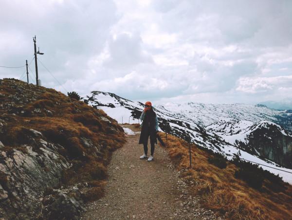 上去之前沒有想到四月份山上仍有積雪,只穿了件牛仔外套,所以很冷。