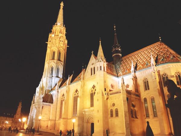 馬加什教堂入夜之後。