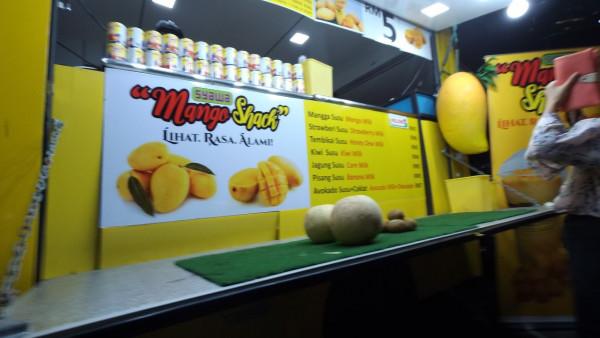 其中一架food truck,專賣芒果奶昔,味道不錯!😋